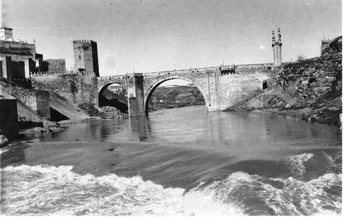 Puente de Alcántara (Toledo) en febrero de 1963. Fotografía de Eduardo Butragueño Bueno