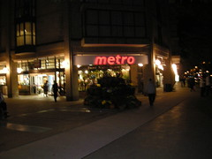 metro (Sweet One) Tags: street sign st night store lawrence metro market front grocery blanche 2008 nuit dominion
