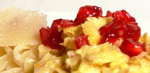 Zitronennudeln mit Rosenkohl und Granatapfel
