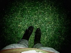 on the grass (xony) Tags: music black green girl grass night noche shoes boots gig pinkfloyd zapatos jeans pasto lunatic msica darkside botas braindamage toqun