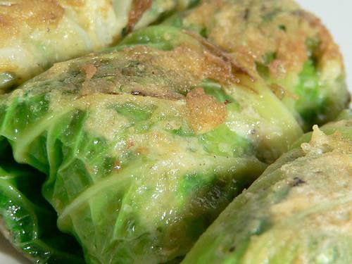 Wirsing-Rouladen mit Kartoffel-Spinat-Füllung