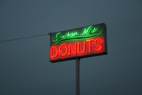 souther maid donuts neon sign