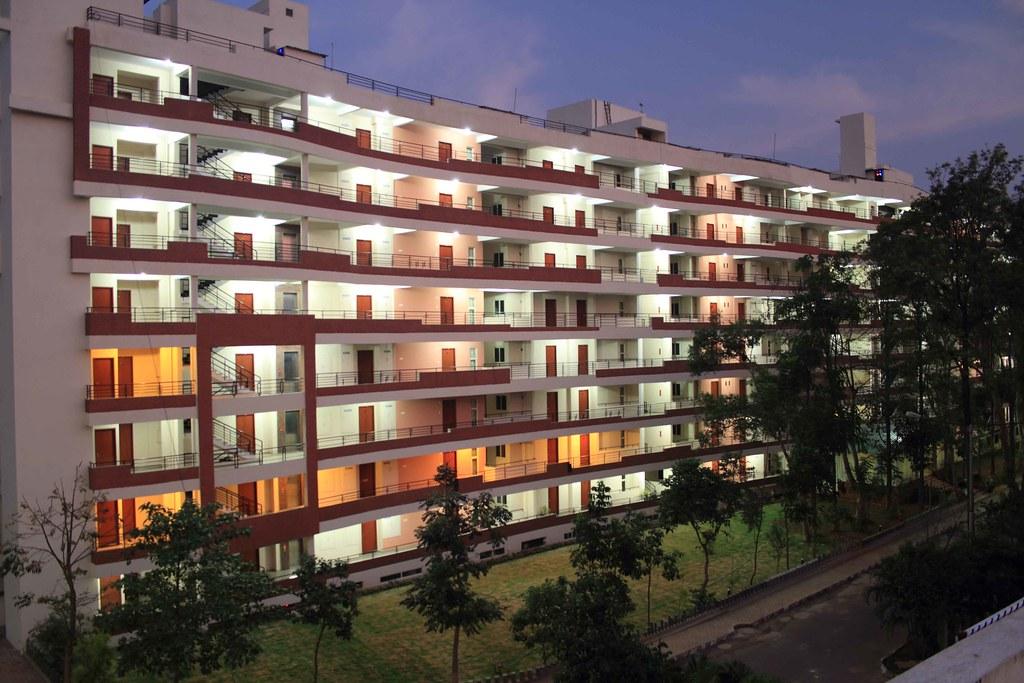 HOTEL LOOK