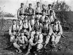Conscrits du 18me RI de Pau  l'instruction. Vers 1913. (Margnac) Tags: bw france wwi soldiers uniforms pau jeanpaul 1913 classes soldats conscrits margnac treillis 18meri