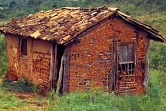 Adobe house (Max Hendel) Tags: rural minas em zona canoneosdigital photobymaxhendel bymaxhendel fotografadopormaxhendel maxhendel photographedbymaxhendel pormaxhendel canoneosphoto photographermaxhendel