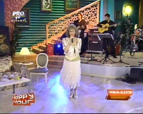 Angela Similea la Happy Hour