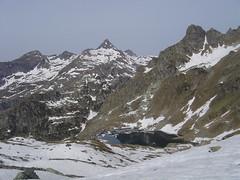Salendo al Madonnino 2501m (poseidonbabiljr) Tags: lake snow alps neve alpi orobie bergamo bianco piramide madonnino pradella cernello