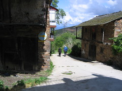 "Leaving Riego de Ambros • <a style=""font-size:0.8em;"" href=""http://www.flickr.com/photos/48277923@N00/2623195284/"" target=""_blank"">View on Flickr</a>"