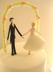 bride and groom figurines (hello naomi) Tags: wedding roses groom bride cupcakes figurines tiered weddingcupcakes