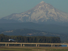 Time to Touch Down (AtlanticJeff) Tags: landing mthood touchdown