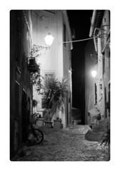 Anguillara Sabazia (YYNTL) Tags: street flowers houses wallpaper plants bike night italian alley nikon italia notes nacht unfound planten bloemen steegje lazio fiets huizen bloempot yenny doorkijkje straatje hangplant anguillarasabazia yental yoyental