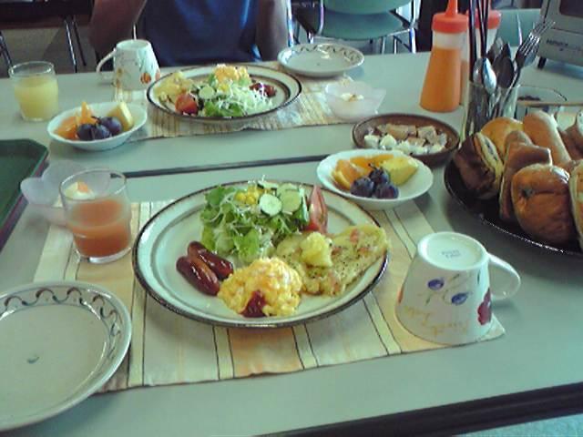 ユースホステルで朝食を頼んでみた。かなりきちんとしたご飯がでてきておどろいた。