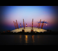 The Millenium Experience Dome (Megara Liancourt) Tags: sunset sky london thames docks river dawn rivière dome londres tamise sonyalpha100 platinumheartawards milleniumexperiencedome