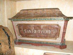 San Ovidio, obispo mrtir (abarrero2000) Tags: portugal saint cathedral catedral s holy sarcophagus martyr bishop santo braga relics obispo reliquien bispo martire reliquias mrtir sarcfago reliques sarkofag
