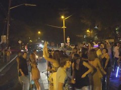 Dancing in the street - NYE 2008 (Kumukulanui) Tags: hawaii newyearseve bigisland 2009 kona kailuakona dancinginthestreet socialpsychology aliidrive bongobens crowdbehaviour aloha09
