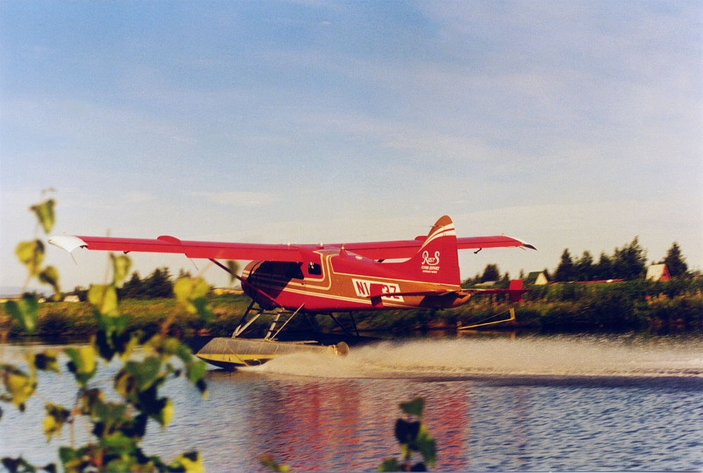 Red-floatplane-lake-hood