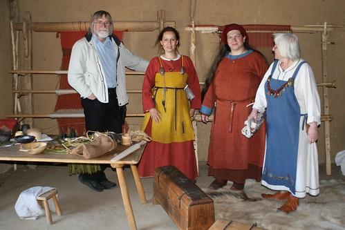 Gruppenaufnahme mit Harm Paulsen, Hallveig, Raphi und Brigitte in Haithabu - Museumsfreifläche Wikinger Museum Haithabu WHH 13-09-2009