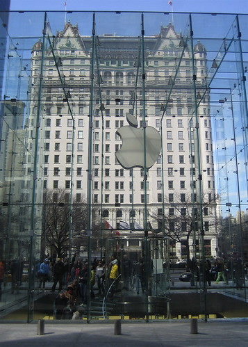 Apple Store–entrance