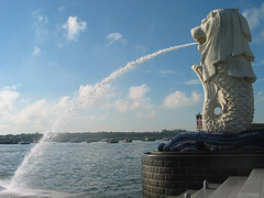 Merlion spouting water (PicturesSG) Tags: water singapore visualarts snap merlion nationalsymbols spouting nlb architectureandlandscape singaporepictures buildingtypes monumentsarts sculpturepoliticsandgovernment 72dpijpegonly