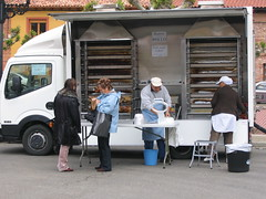 """Pollo Truck • <a style=""""font-size:0.8em;"""" href=""""http://www.flickr.com/photos/48277923@N00/2622128423/"""" target=""""_blank"""">View on Flickr</a>"""
