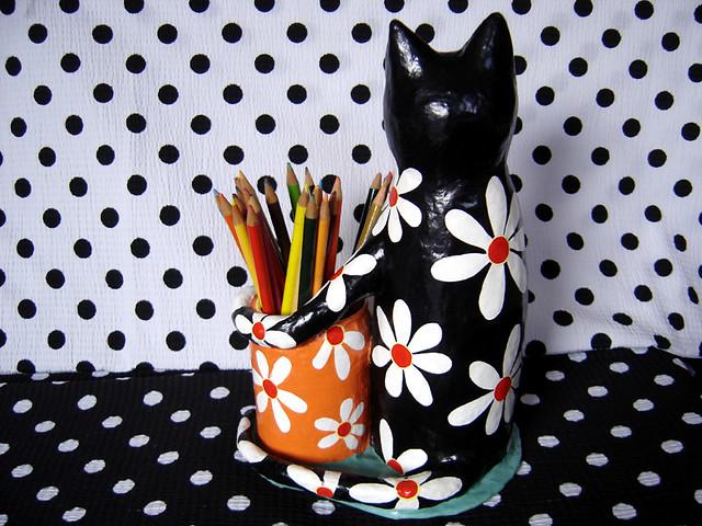 Gato preto de flores brancas... by Trelica