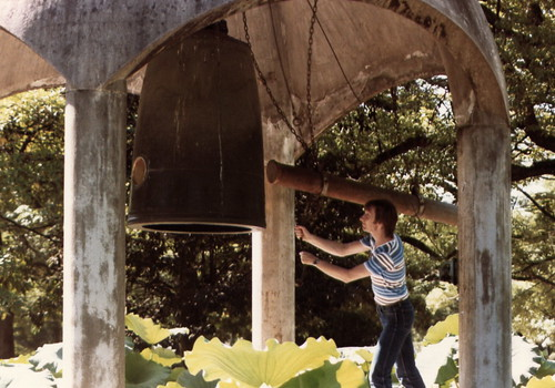 Ringing the Bell of Peace _3