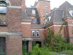 P8120142 (pink lantern) Tags: insane asylum statehospital hudsonriverstatehospital