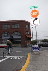 bike stop markings at broadway flint-3.jpg