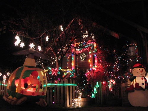 A very cheery house and front yard.