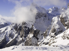 High mountain, sky falls (lmgemail) Tags: mountain snow spain e3 montaña picosdeeuropa