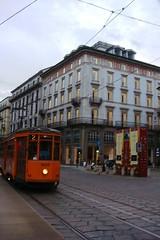 Piazza della Scala Tram (Yure y Maureen) Tags: milano miln