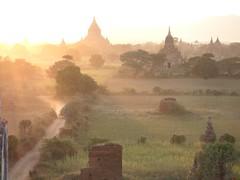 sunset in bagan (Winfried Veil) Tags: sunlight nature landscape temple pagoda haze ray veil burma natur myanmar landschaft sunbeam winfried sonnenstrahlen sunray bagan tempel dunst pagode mobilew winfriedveil