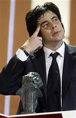 Benicio pensativo