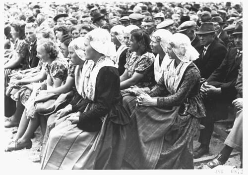 Friese meisjes tegen het Bolsjewisme by NIOD Instituut voor Oorlogs-, Holocaust en Genocid