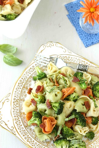 Tortellini-Pasta-Salad-with-Bacon-Broccoli-&-Basil-Recipe