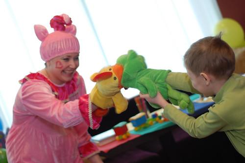 Детская комната с веселыми клоунами
