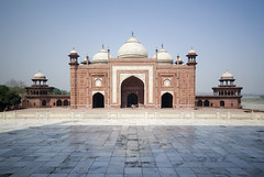 Agra_Taj_Mahal_12 (weyerdk) Tags: india monument garden canal persian antique 17thcentury minaret tomb tajmahal agra arches obsession symmetry historic vision ornament tragedy cupola dome historical unreal perfection islamic epitaph storico antik historique historisch yamunariver mughal fridaymosque 1653 emperorshahjahan anticando whitemacranamarble inlaystonework 20000builders