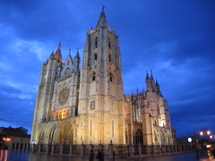 "Leon Cathedral at Night • <a style=""font-size:0.8em;"" href=""http://www.flickr.com/photos/48277923@N00/2623016926/"" target=""_blank"">View on Flickr</a>"