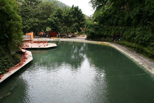 Los chorros un parque acu tico con piscinas naturales en for Chorros para piscinas