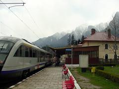 2007-041901 (bubbahop) Tags: railroad train railway trainstation romania carpathians 2007 cfr busteni buşteni europetrip16