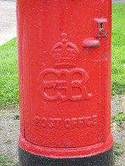 S12 Edward VIII postbox insignia