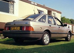 1984 Ford Sierra 2.0 Ghia (Stuart Axe) Tags: ford sierra fordsierra car 1984 1989 80s 1980s ghia mk1 classic classiccar uwebahnsen saloon hatchback england uk unitedkingdom gb greatbritain fordsierraghia b759xev