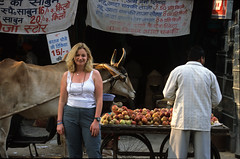Angela at Paharganj, New Delhi (Rowan Castle) Tags: 2001 travel india slr film canon asia delhi apples cart angela coolscan hindi newdelhi eos300 paharganj india01film1