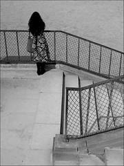 L'attente (Vancayzeele Olivier) Tags: light blackandwhite bw woman paris france art statue seine de la photo stair noir day alone photographie tour noiretblanc lumière femme métro jardin eiffel jour promenade wait et parc quai escalier tranquile chaise olivier tranquilité homme seul parisien attendre promener oliviervancayzeele vancayzeele