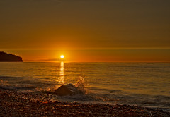 Splashy Sunset (Fort Photo) Tags: ocean sunset summer vacation reflection water rock landscape gold washington nikon nps dusk olympicpeninsula sound splash 2008 2009 hdr d300 straitofjuandefuca platinumphoto anawesomeshot vosplusbellesphotos