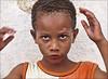 Tia, deixa eu arrumar o cabelo! (ccarriconde) Tags: portrait people brasil paraty children parati ccarriconde cristinacarriconde criança escola menino cabelo careta paratii quilombo brasilpeople copyright©cristinacarricondeallrightsreserved ©cristinacarriconde alunosescoladoquilombo
