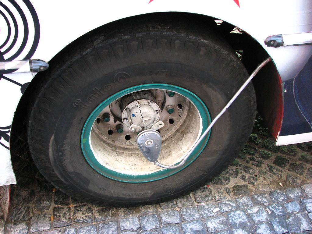 Bus tire pressure device