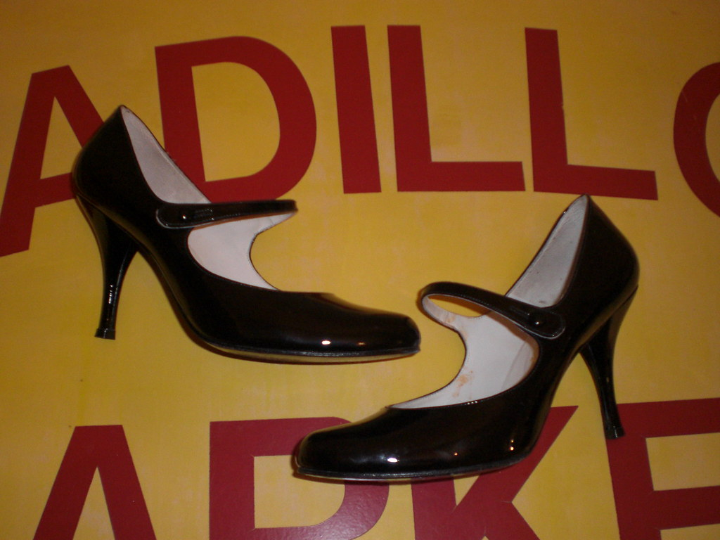 DELMAN BLACK PATENT LEATHER MARY JANES