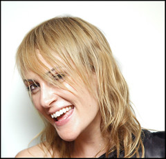 Emily Haines (oscarinn) Tags: portrait mexico happy retrato metric emilyhaines softskeleton girlsyoudroowlfor