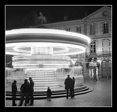 IMG_ROL46fla (Bram du Saar) Tags: city horses people bw horse white black france southwest building heritage film st speed turn 35mm river square cheval lights amusement flying photo blackwhite child place ride circus cit roundabout platform culture kind contax negative hp5 frankrijk t3 toulouse merrygoround animaux enfant rotating garonne plein ilford georges karussell turning stad cultural carrousel francais gebouw cultuur paard tiovivo patrimoine draaimolen mensen cite galloper cultureel snelheid erfgoed loisir lichten draaien zuidwest photolabaj cultuurgoed bramdusaar
